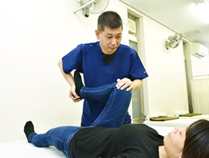 春日井市交通事故治療・むち打ち治療の施術写真02